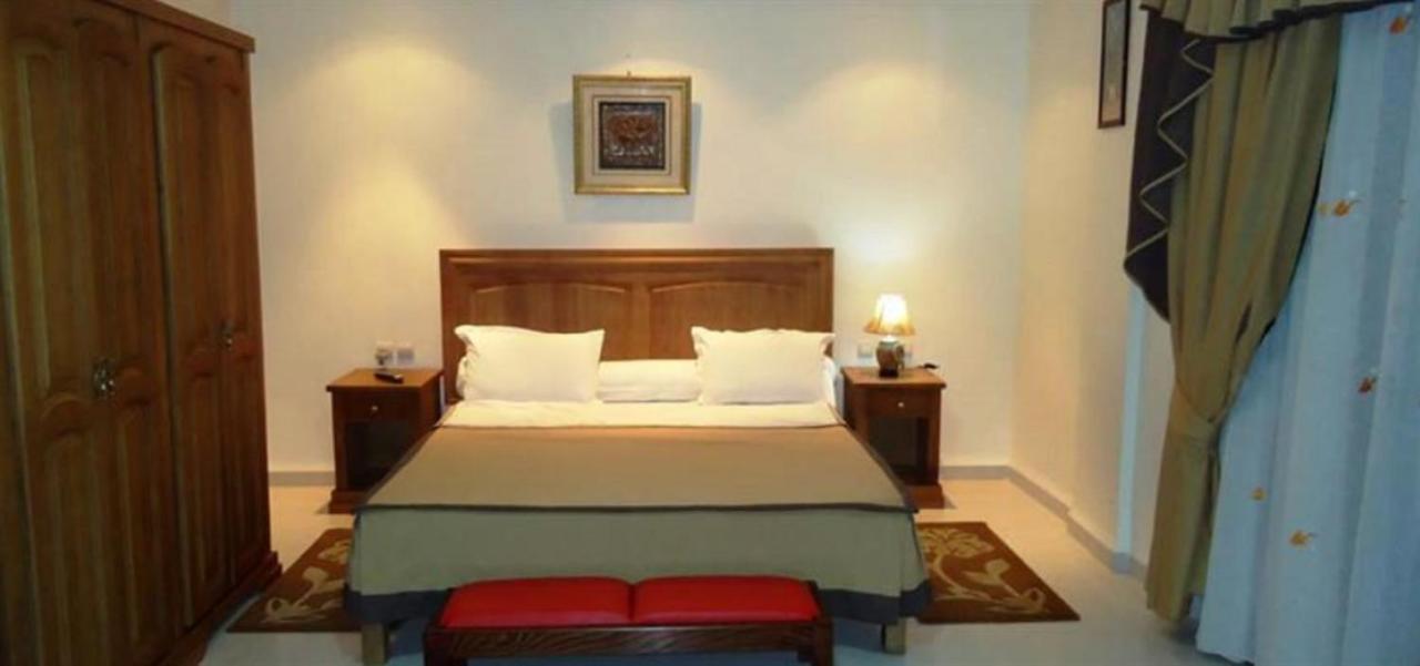 Отель  Отель  Brahmi Hotel