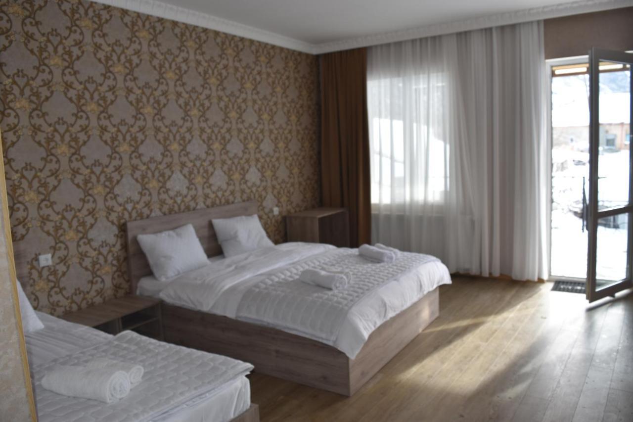 Гостевой дом  Traveler Kazbegi Guesthouse