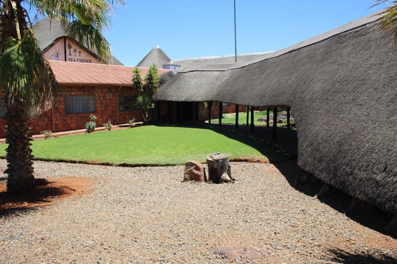 Отель Kalahari Lodge Kimberley - отзывы Booking