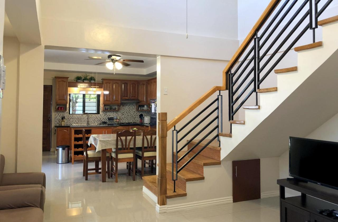 Villa Nasugbu 3 Bedrooms 3 5 Baths 2 4 Car Garage Philippines Booking Com
