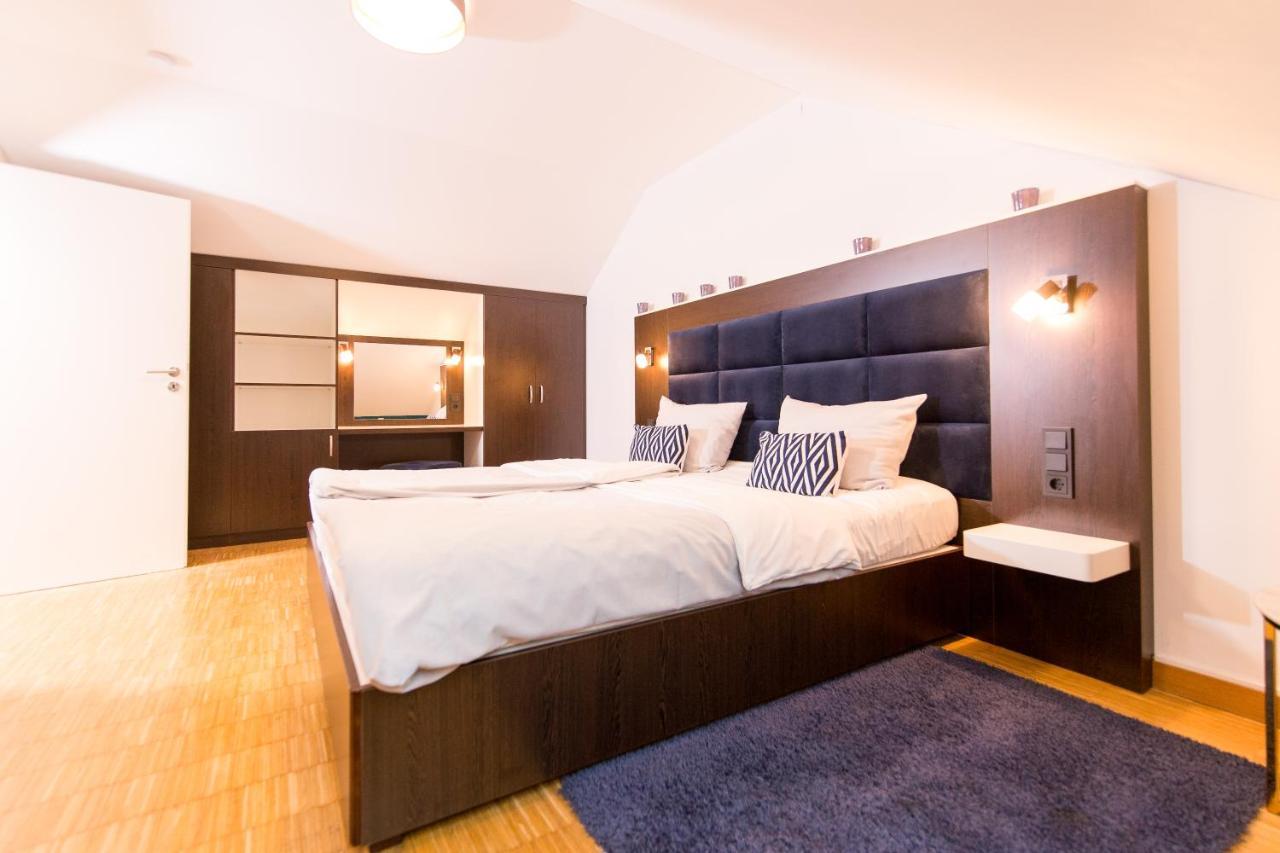 Отель  Luxury Boarding Suites