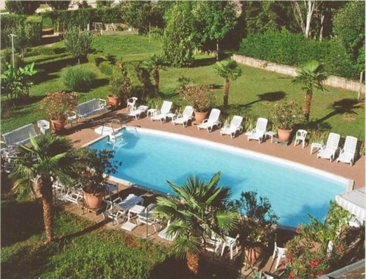 Hotel Le Relais du Montagny, Buxy, France - Booking.com