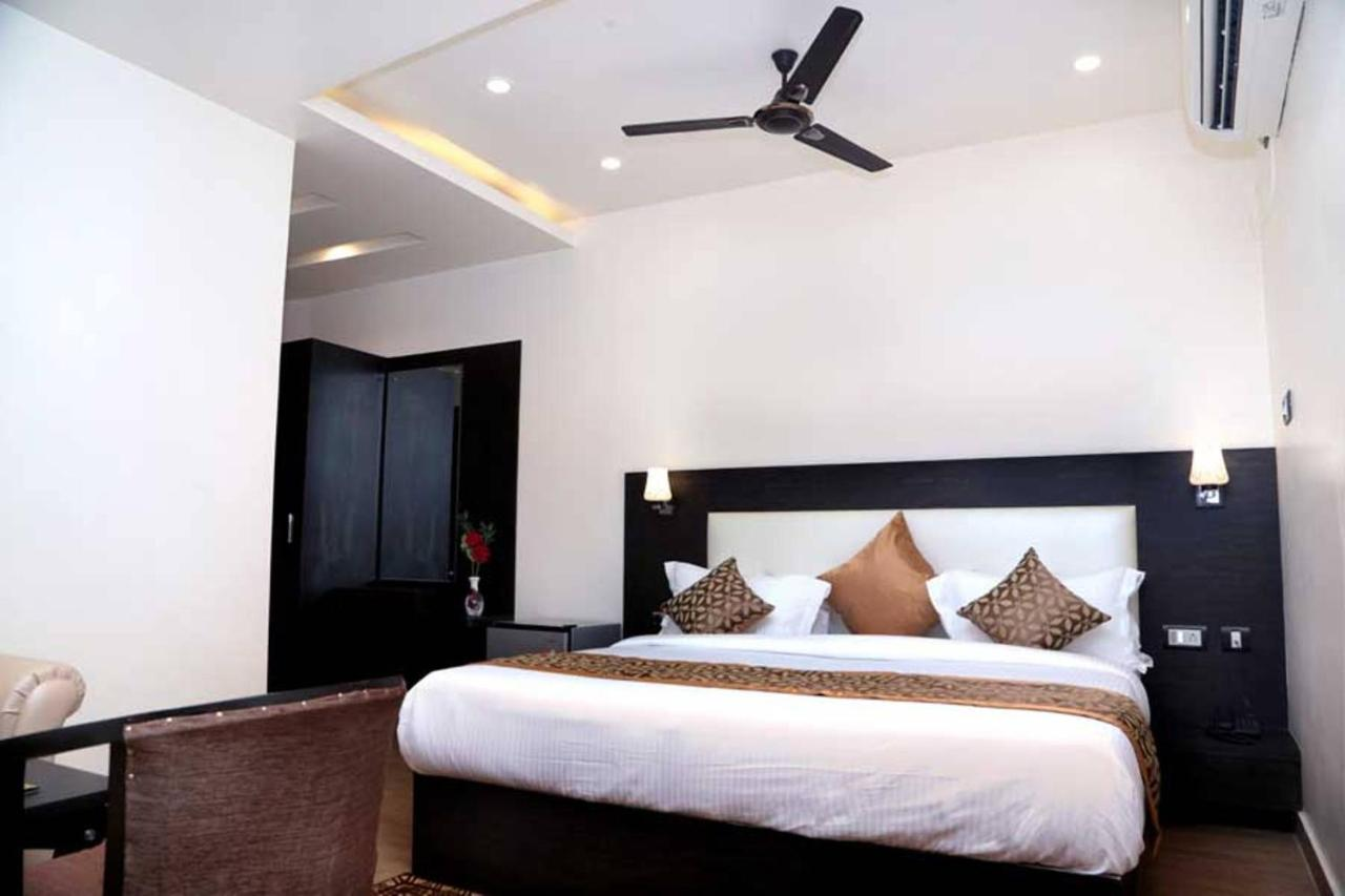 Отель  Hotel Vinayak Lifestyle Hotels  - отзывы Booking