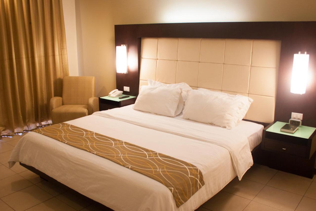 Отель  Отель  Circle Inn - Iloilo City Center