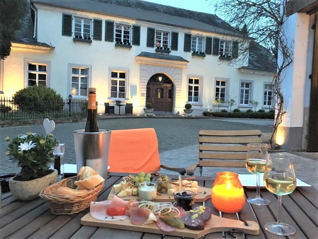 Отель  Karolingerhof  - отзывы Booking