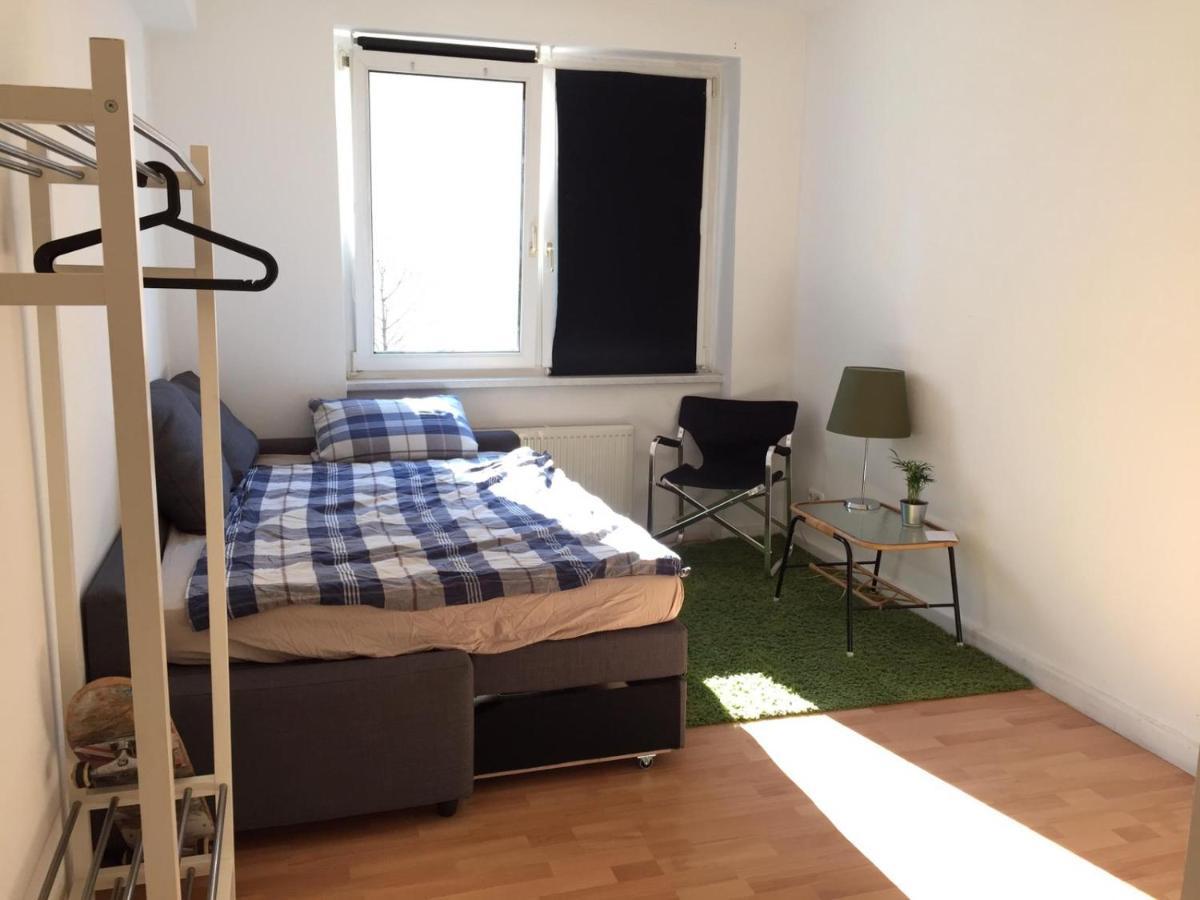 Проживание в семье  Single Room In A 2-Bedroom Centrally-located Apartment In The Belgian Quarter