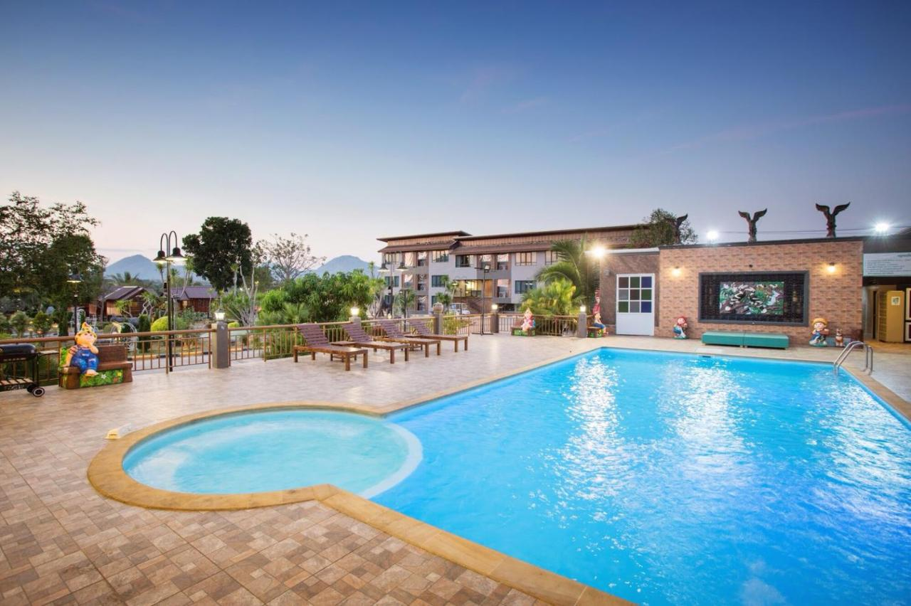 Курортный отель  Grandsiri Resort KhaoYai  - отзывы Booking