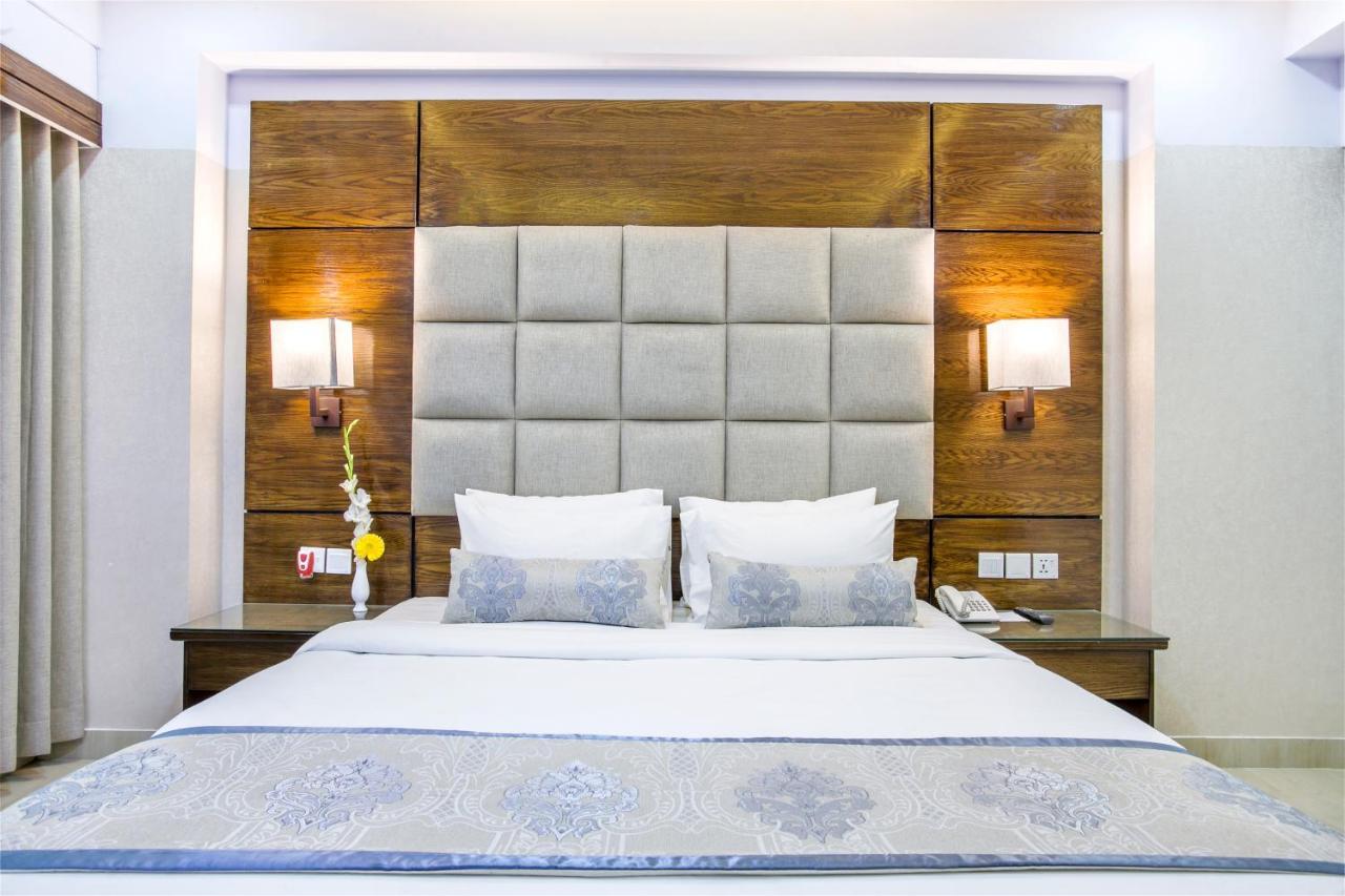 Отель  Отель  White Palace Hotel