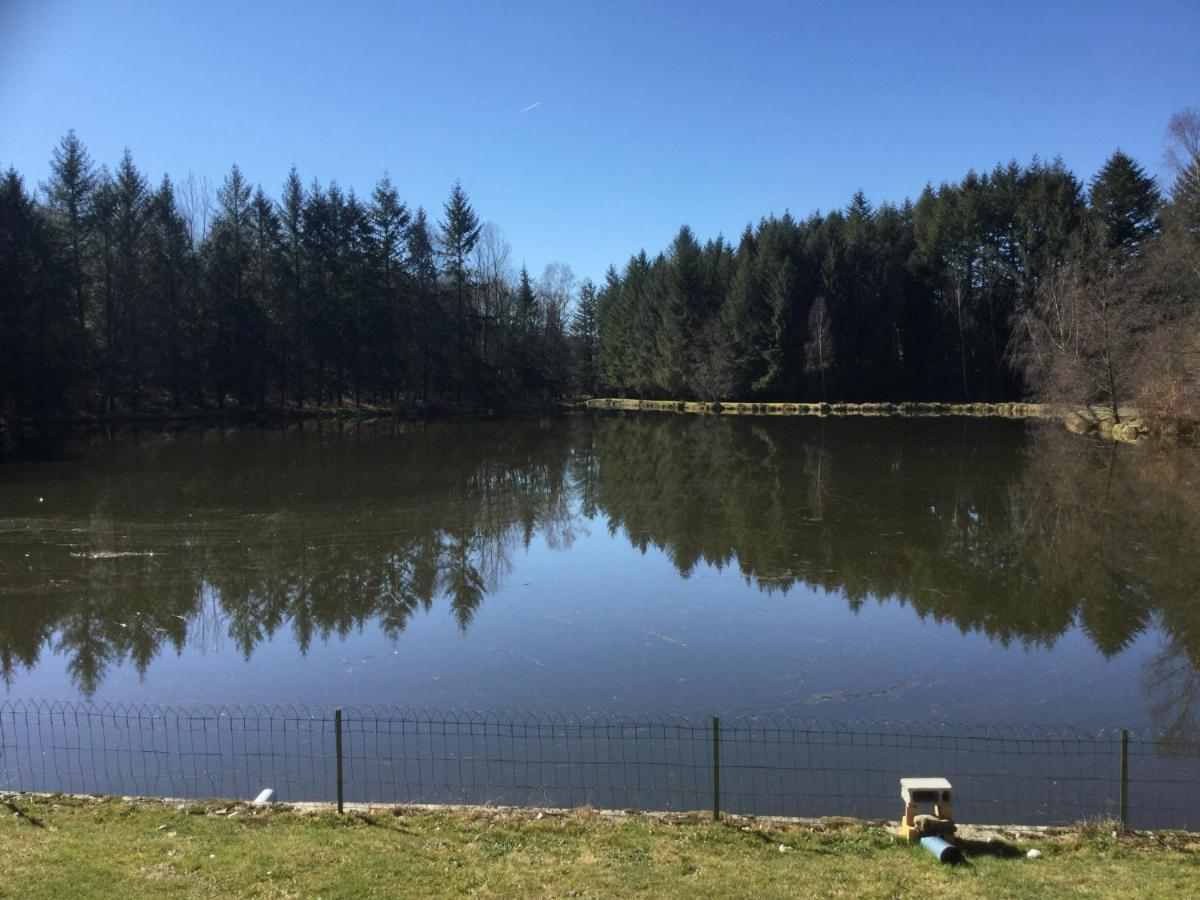 Campground Anglers Retreat Carp Fishing Lake Coussac Bonneval France Booking Com