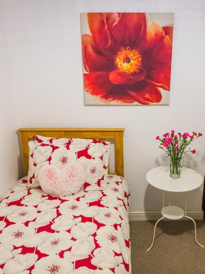Проживание в семье  Bright, Comfortable Room In Excellent Swansea Location