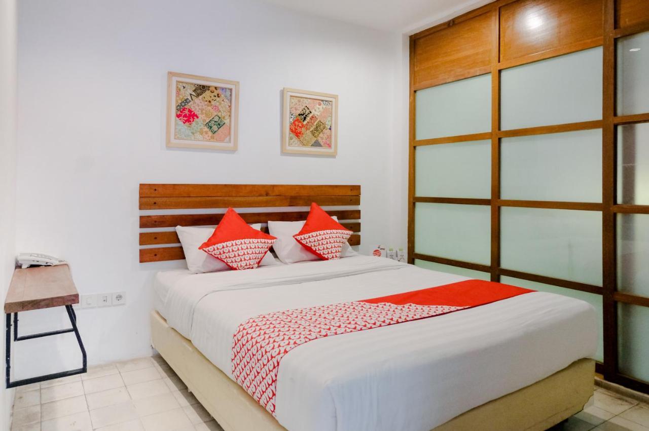 Hotel Oyo 626 Augustina Home Malang Indonesia Booking Com