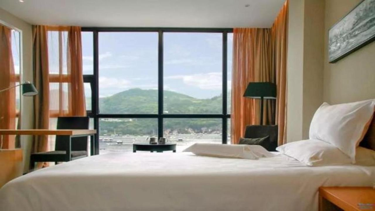 Отель  Friend Hui Hotel
