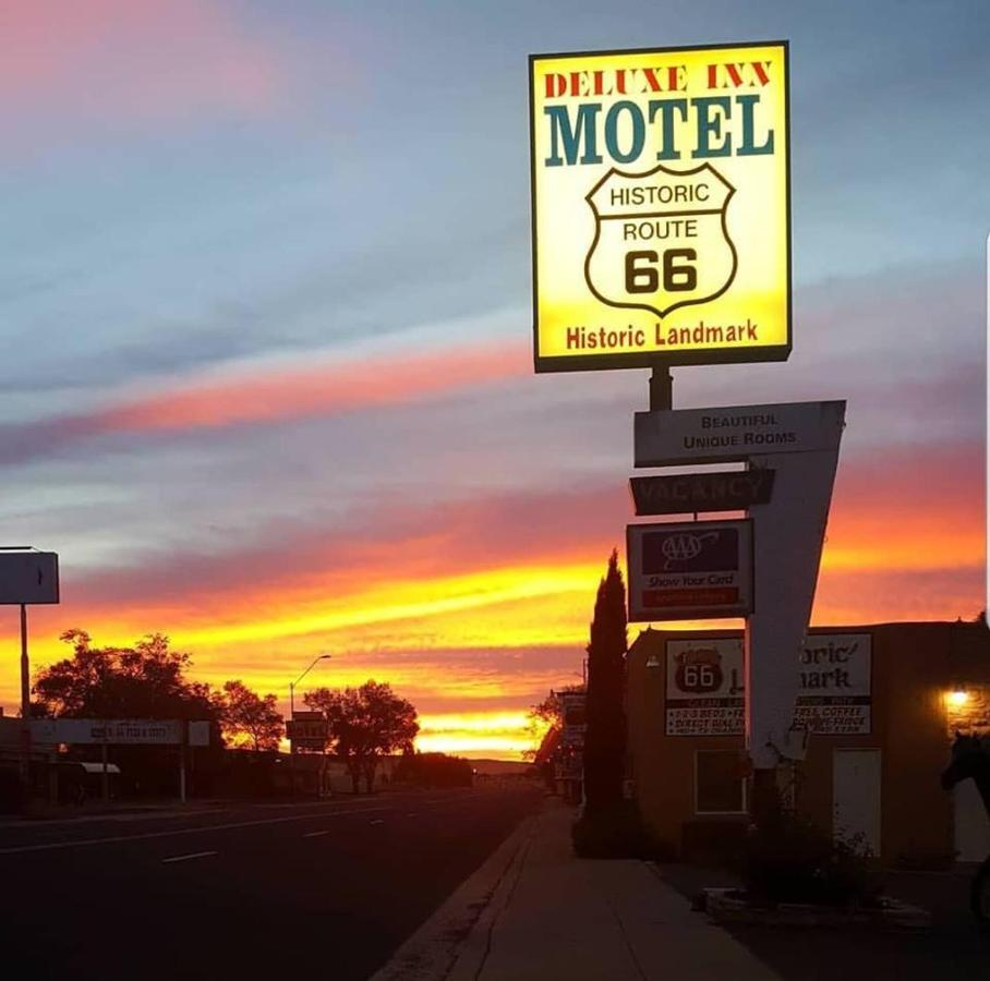 Мотель  Deluxe Inn