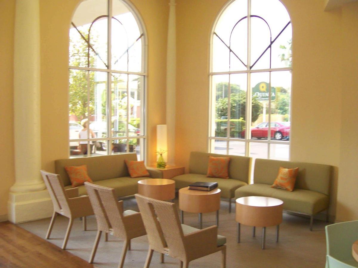 Отель  La Quinta By Wyndham Sarasota Downtown