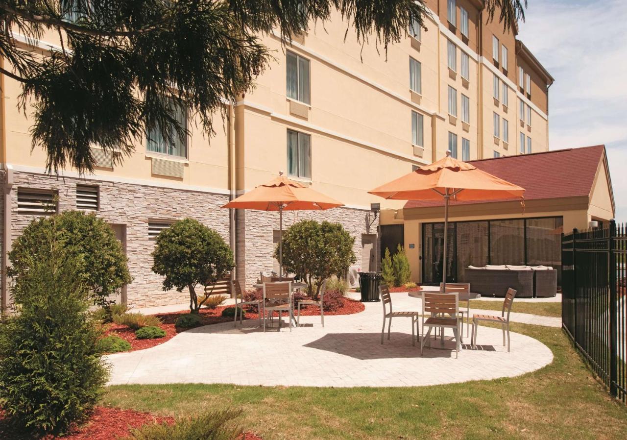 Отель  Отель  La Quinta By Wyndham Atlanta Airport North
