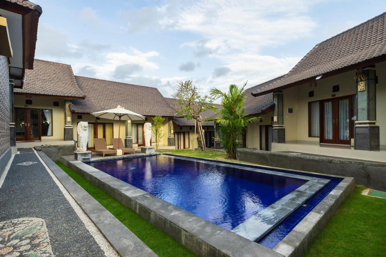 Отель  Lilis Cempaka Mas Guesthouse