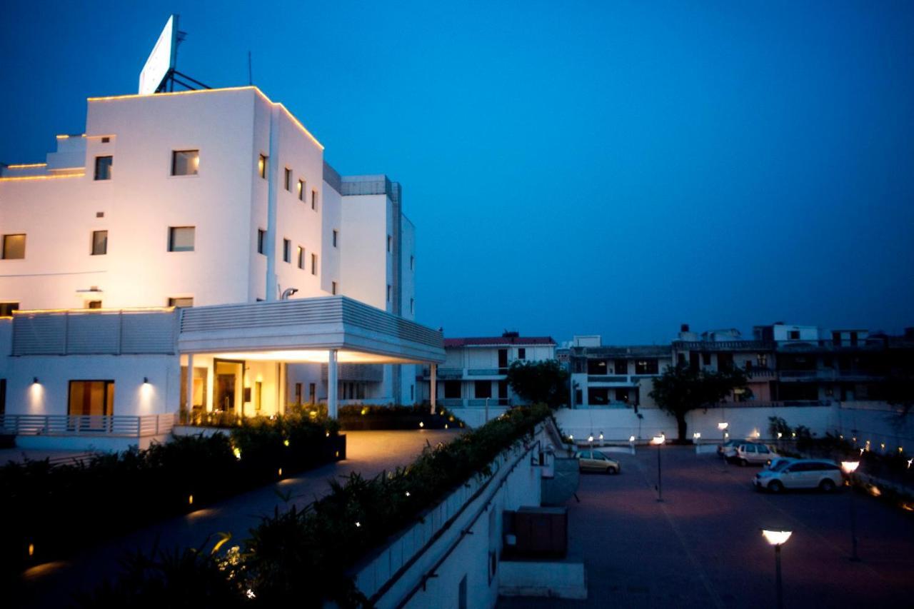 Отель  Vibe By The LaLiT Traveller  - отзывы Booking