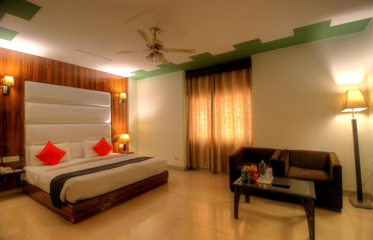 Отель  Hotel Impress at Delhi Airport  - отзывы Booking