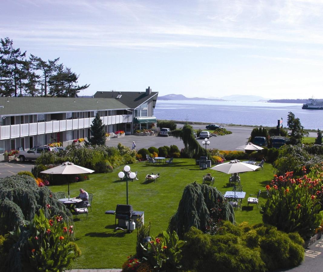 Отель  The Cedarwood Inn & Suites  - отзывы Booking