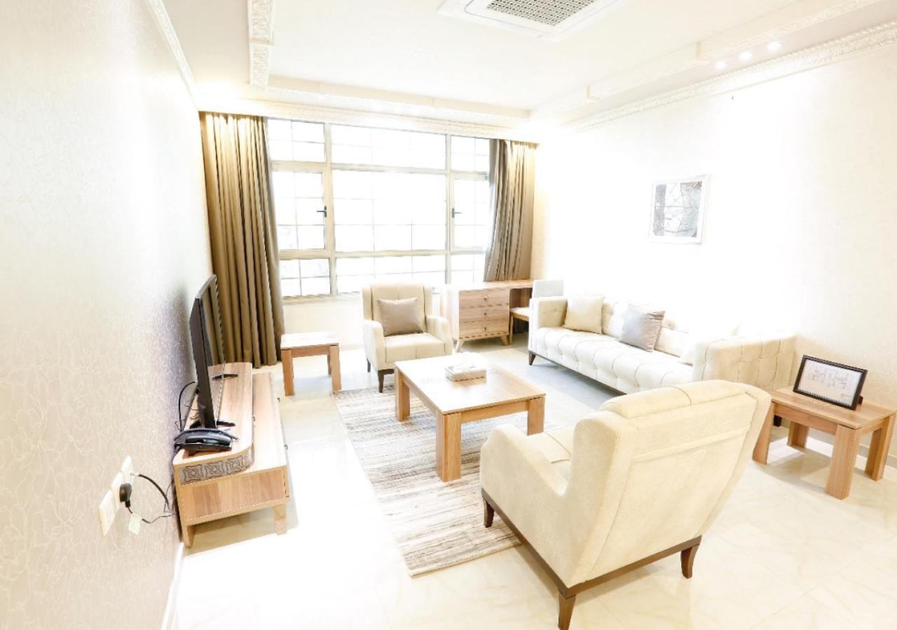 Апарт-отель  Four Seasons Suites  - отзывы Booking