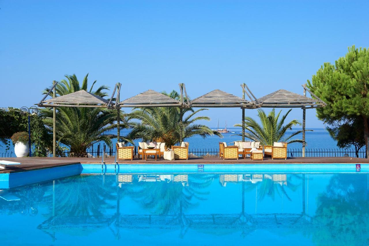 Отель  Kamari Beach Hotel