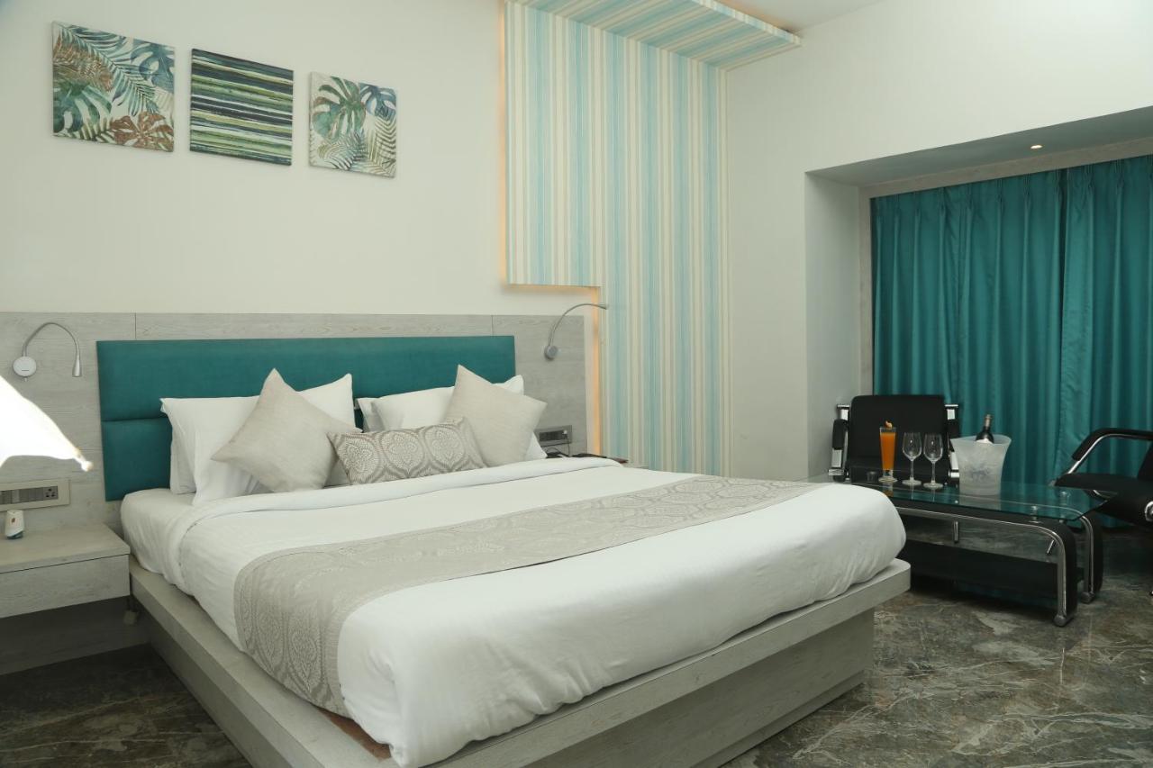 Отель  Hotel Swarn Towers  - отзывы Booking