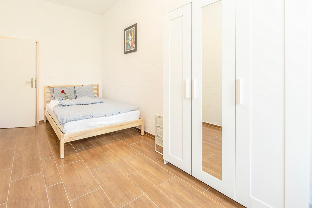 Проживание в семье  Проживание в семье  Simple Rooms - Yellow Inn