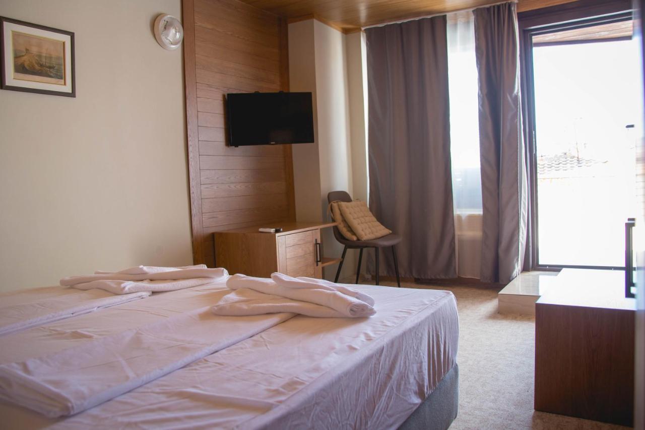 Отель  Prince Cyril Hotel  - отзывы Booking