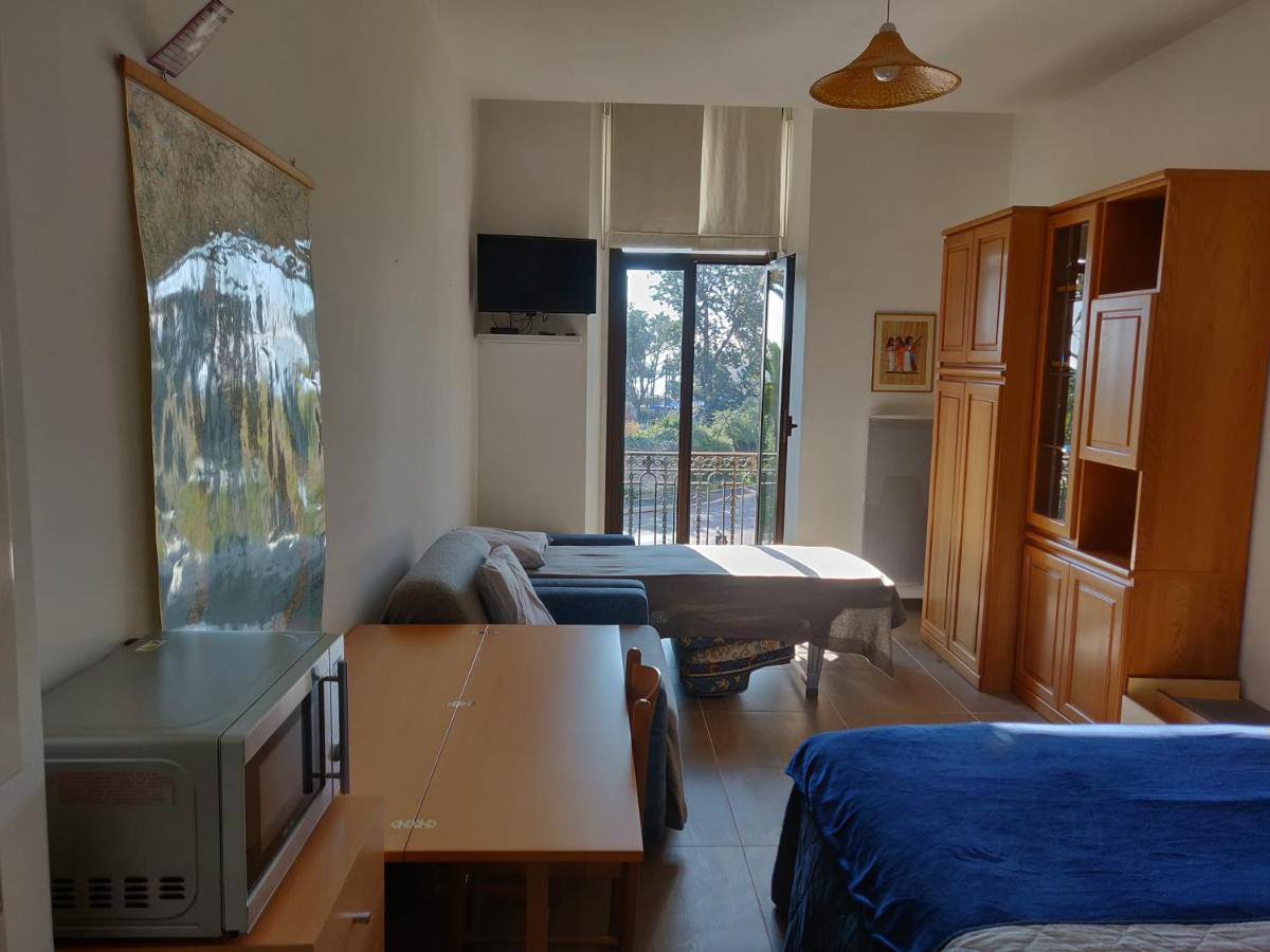 Апартаменты/квартира  Studio by the sea and Albert 1 garden  - отзывы Booking