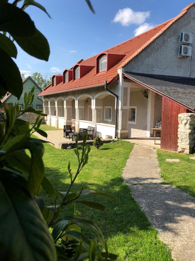 Апартаменты/квартиры  Pécsely House Apartman  - отзывы Booking