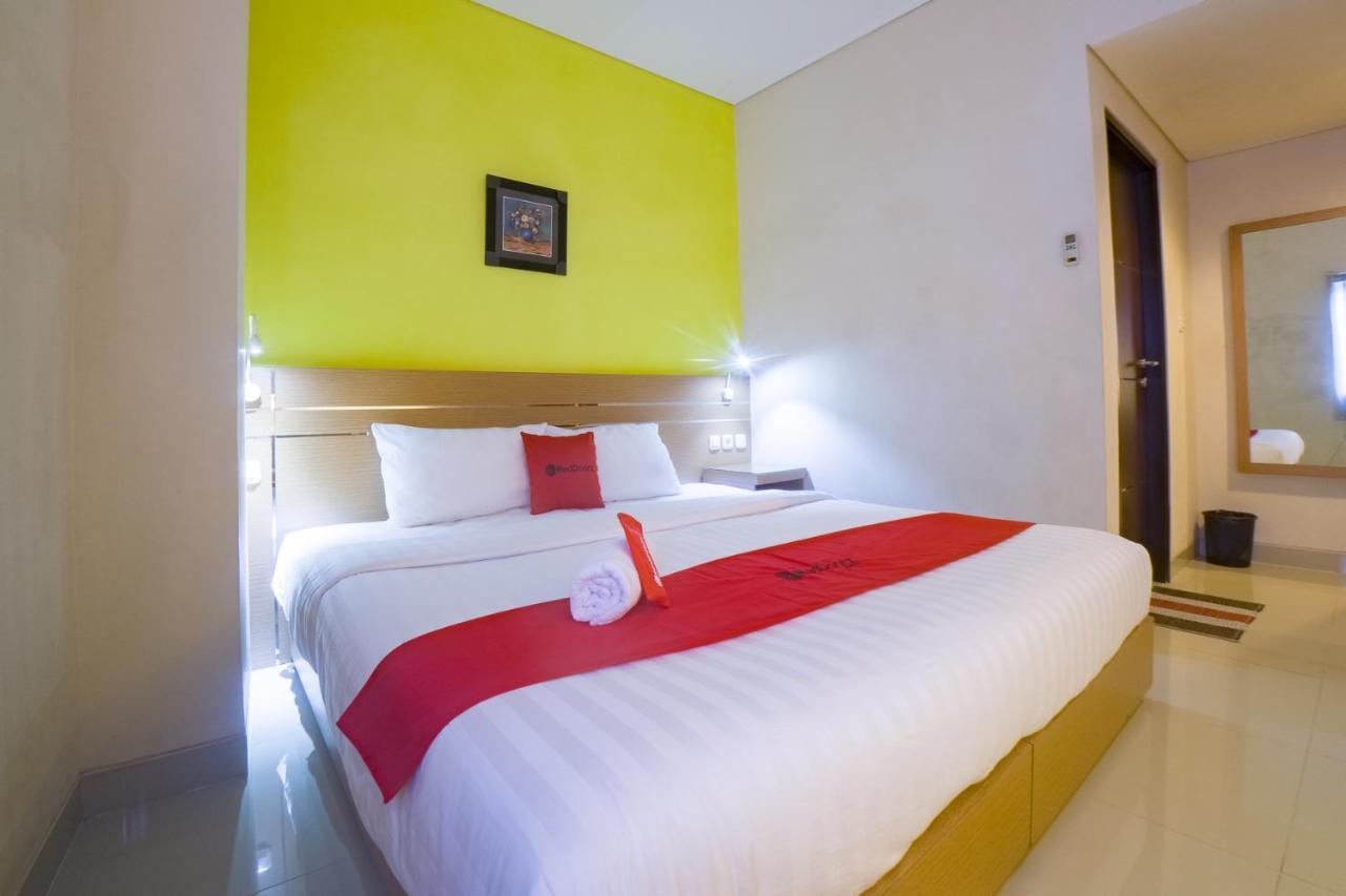 Отель  Отель  RedDoorz @ Budget Hotel Ambon