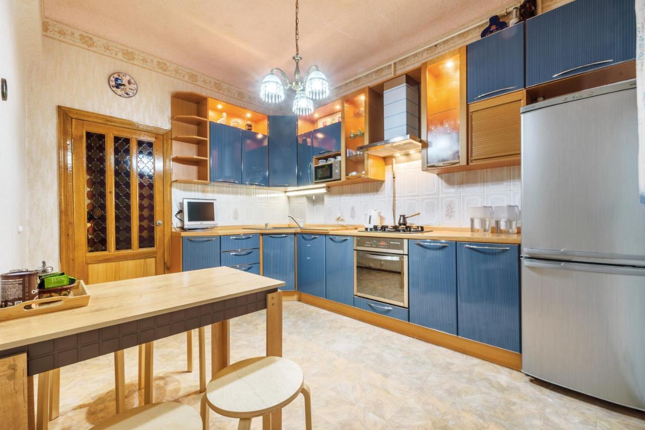 Апартаменты/квартира  Downtown On Parizhskoy Kommuny 4