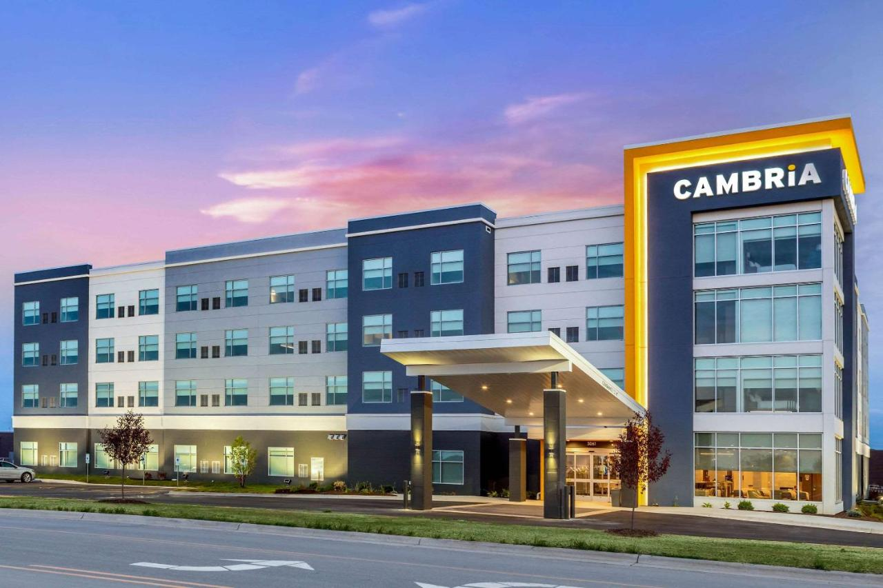 Отель  Cambria Hotel Bettendorf - Quad Cities