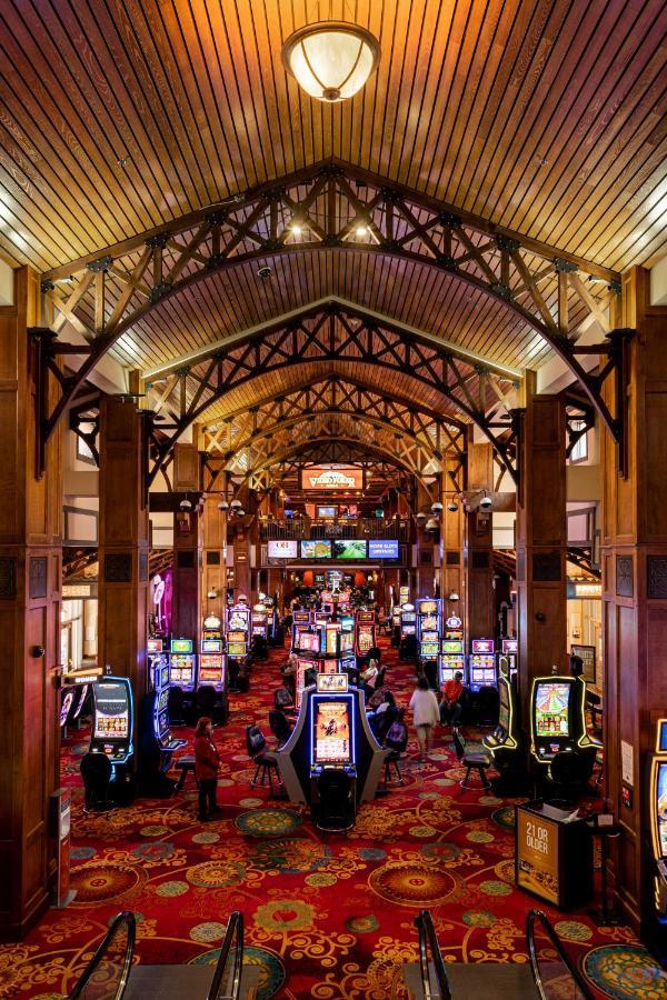 lady luck casino black hawk reviews