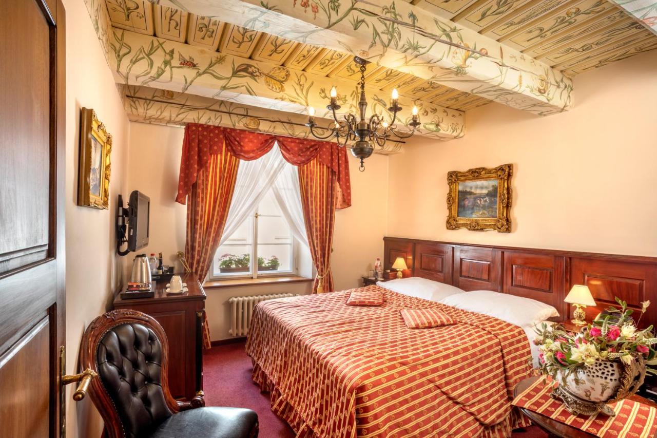 Отель  Отель  Hotel U Zlateho Stromu