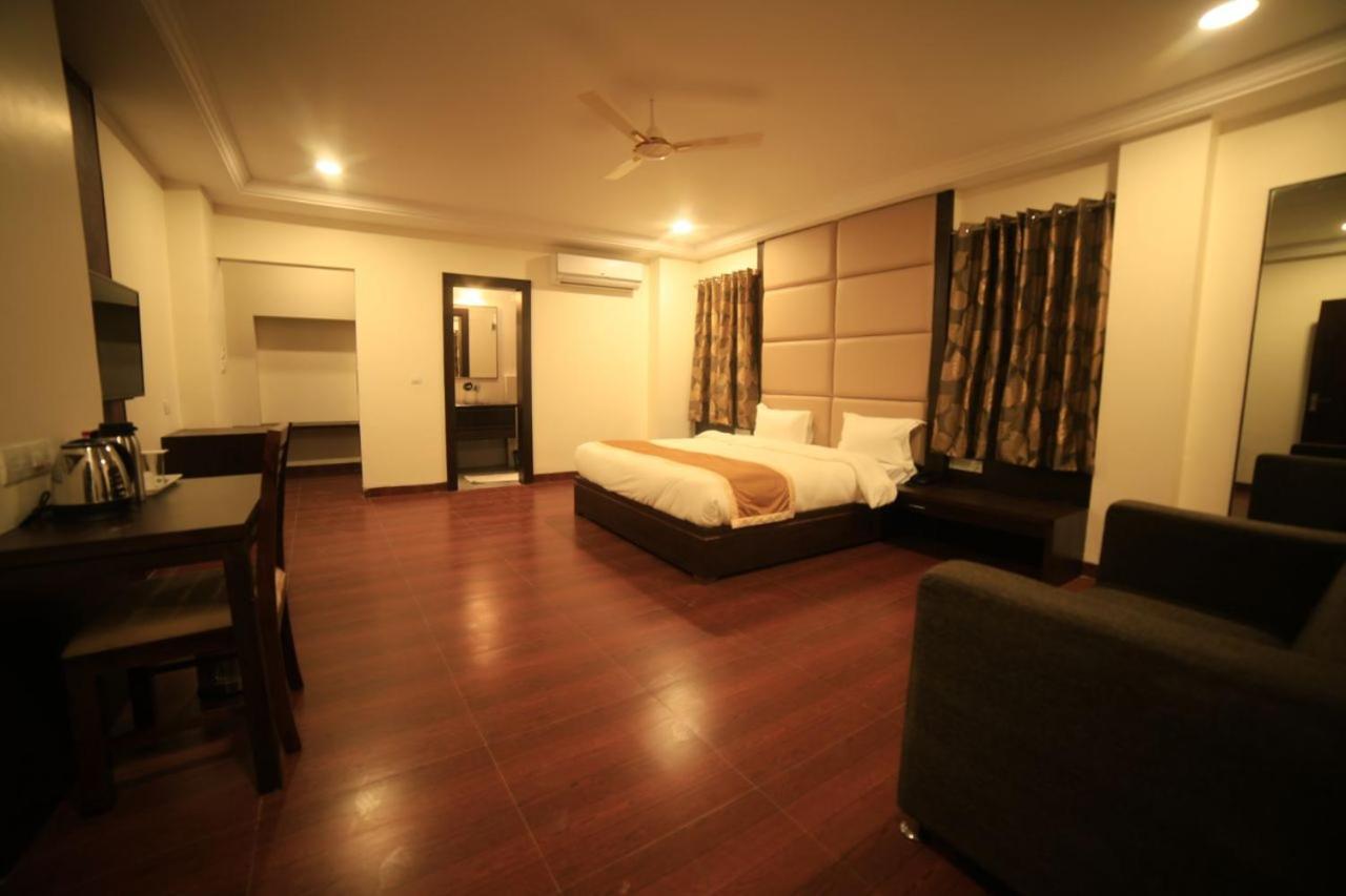 Отель  Adya Inn