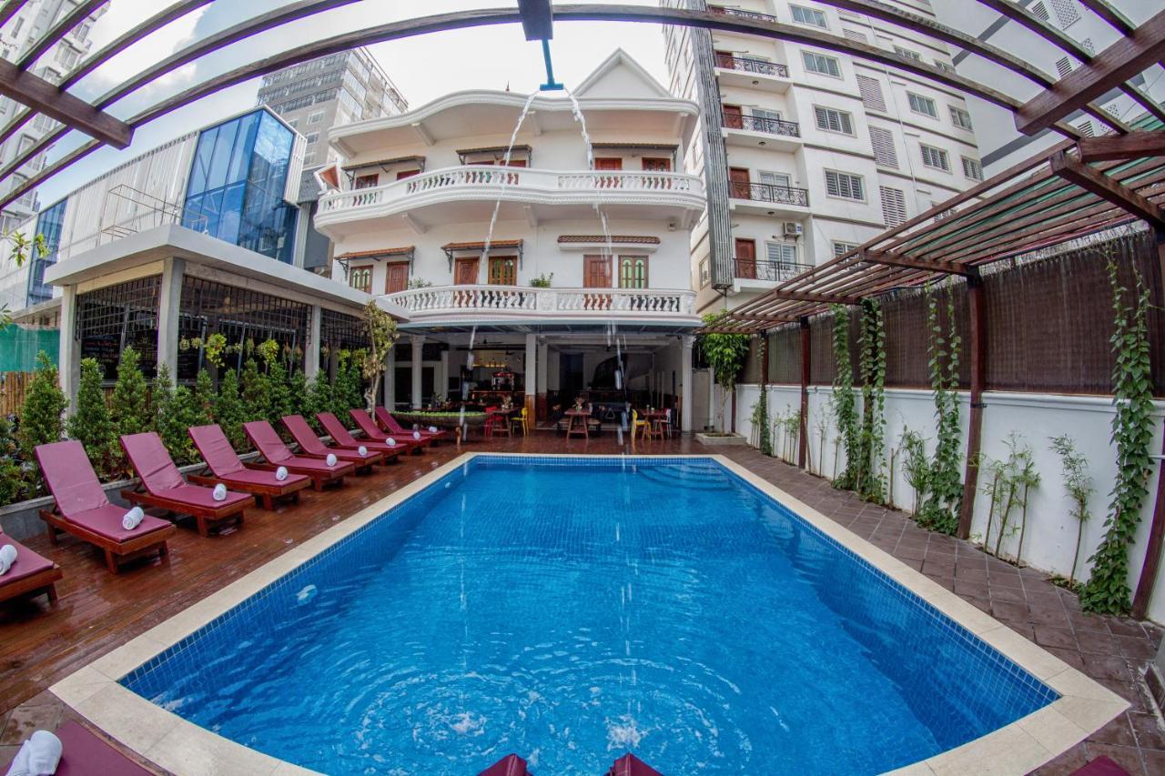 Отель  Poolside Villa