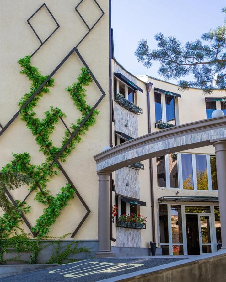 Отель  Green Palace Hotel