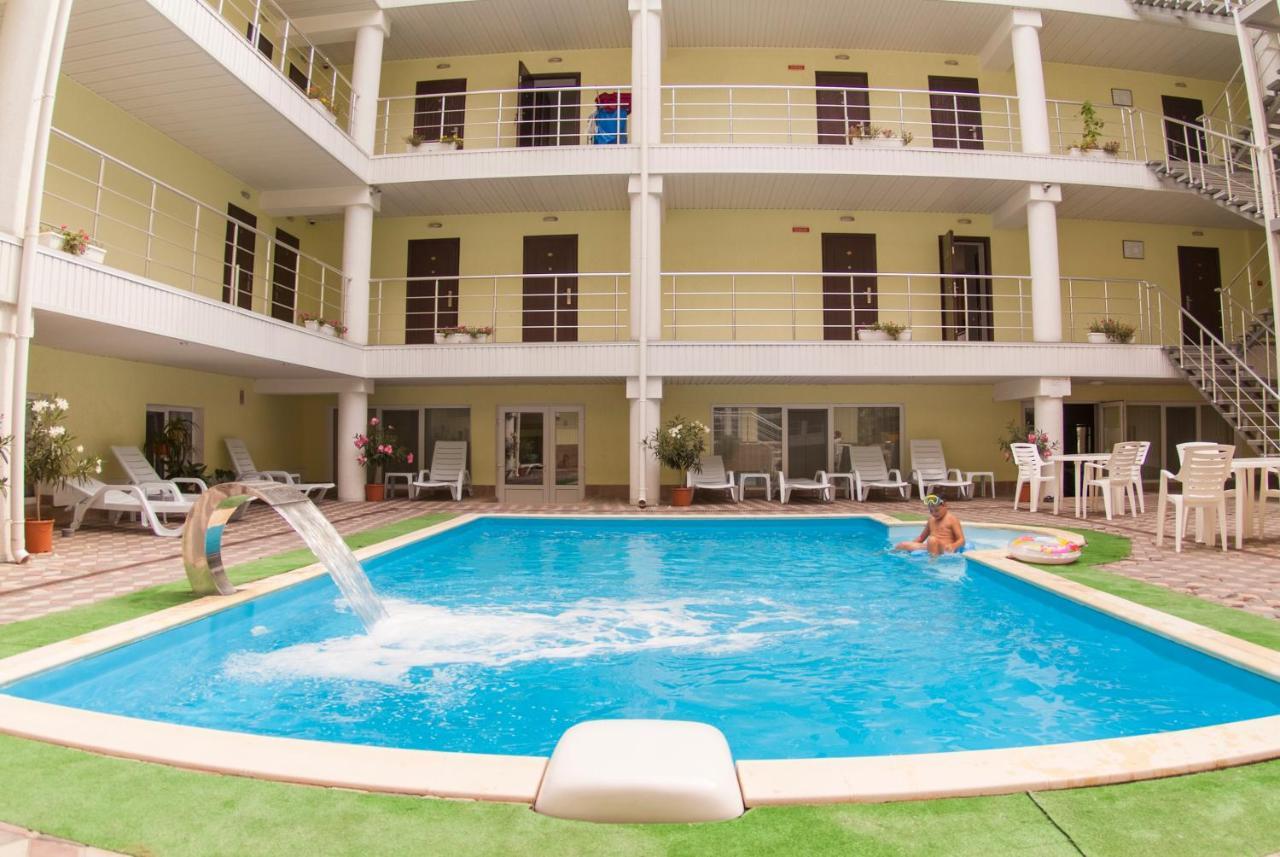 Отель  На Эскадронной Отель