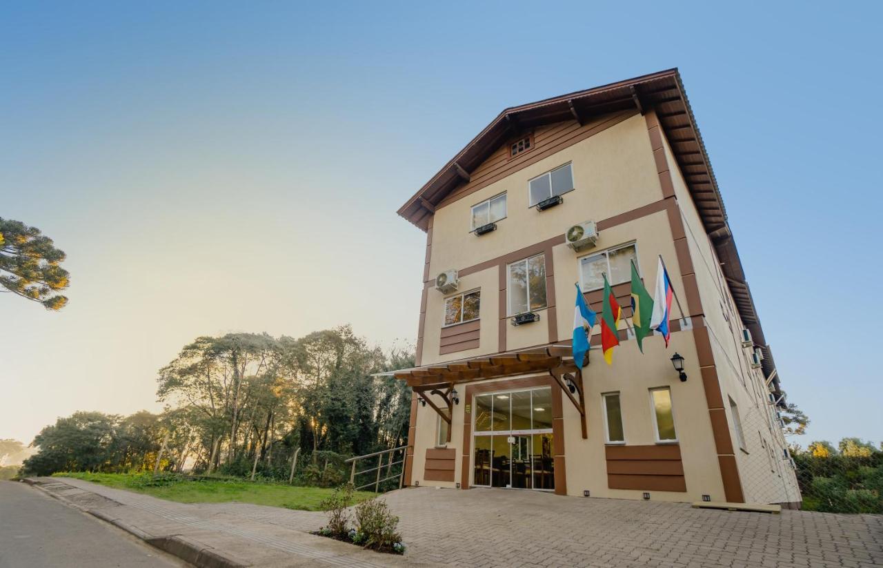 Отель  Hotel Petrov
