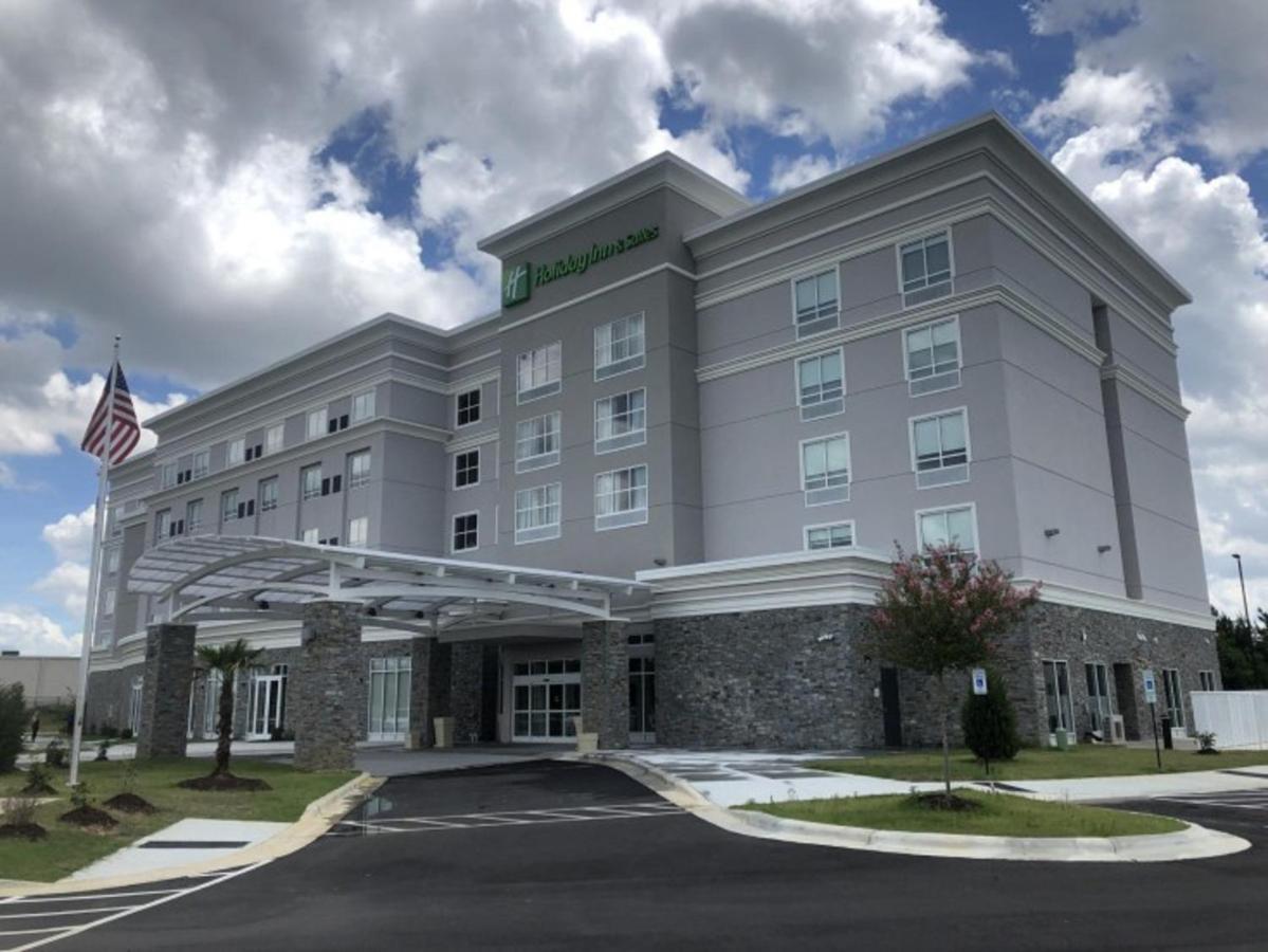 Отель Отель Holiday Inn & Suites - Fayetteville W-Fort Bragg Area, An IHG Hotel