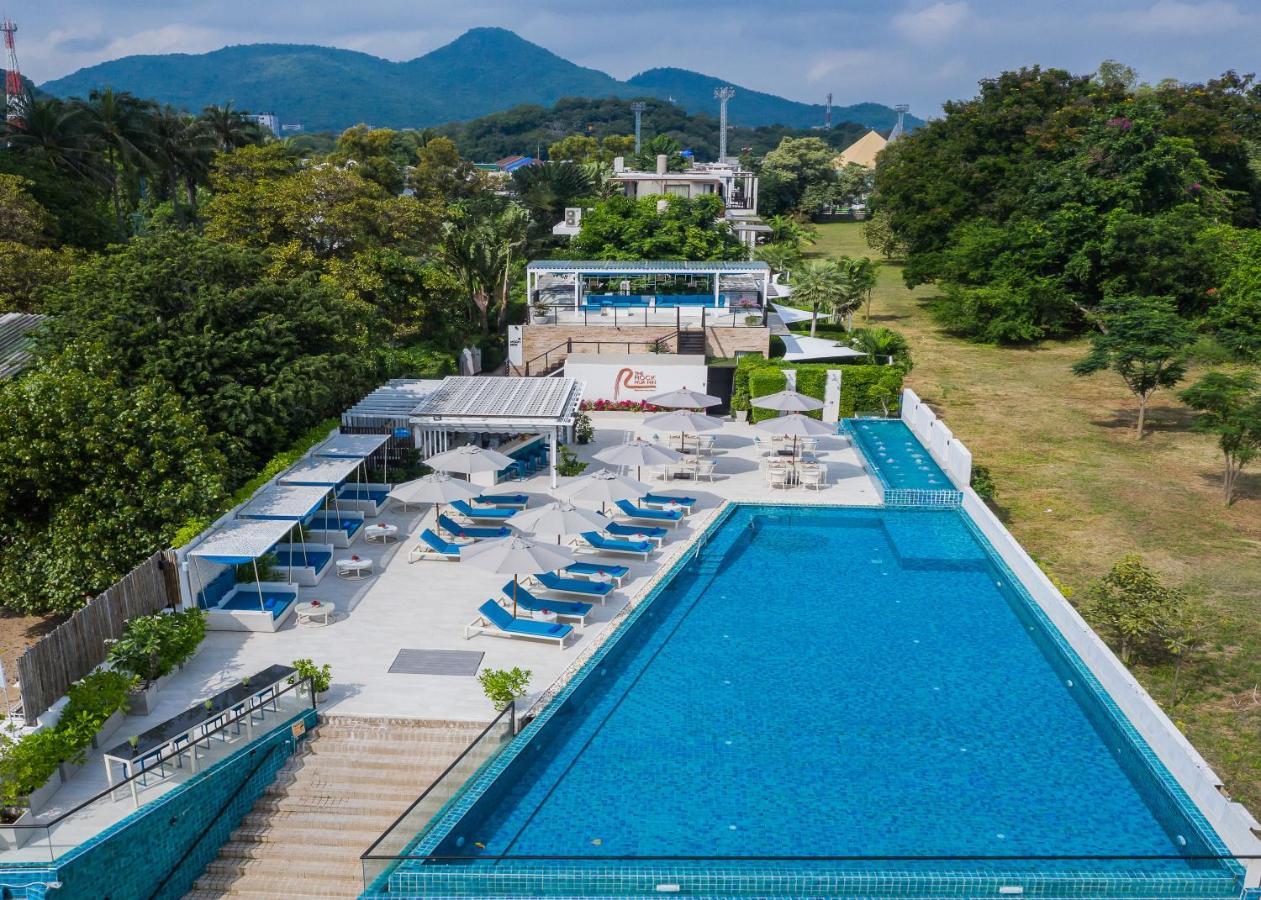 Курортный отель  Курортный отель  The Rock Hua Hin Beachfront Spa Resort