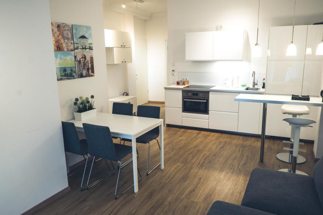 Апартаменты/квартира  Stylisch eingerichtete Wohnung mitten in München!  - отзывы Booking