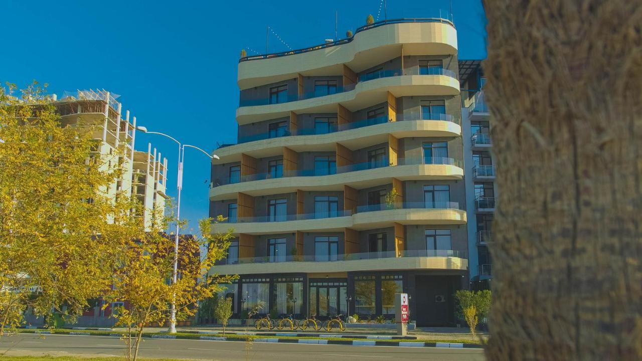 Отель Отель RoofTop Pool Hotel Batumi