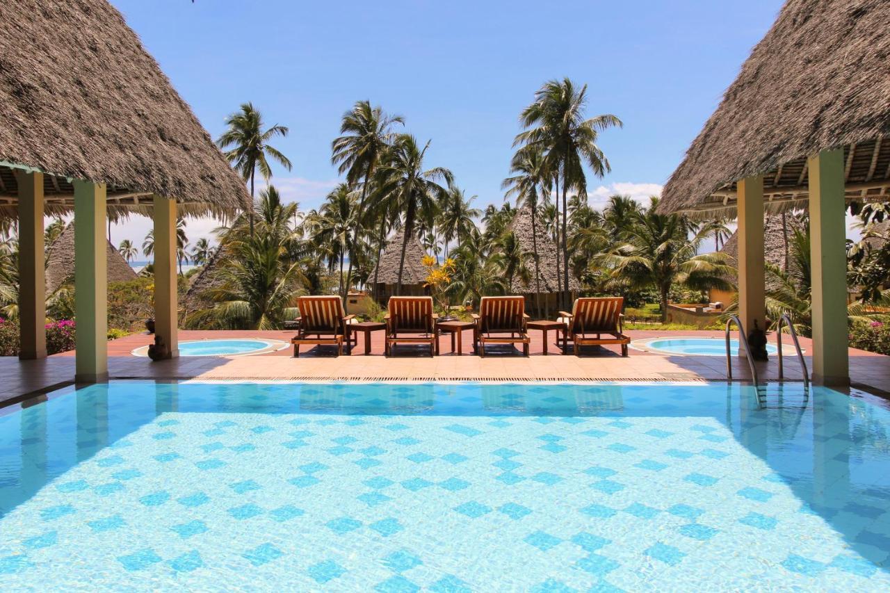 Басейн в Neptune Pwani Beach Resort & Spa - All Inclusive або поблизу