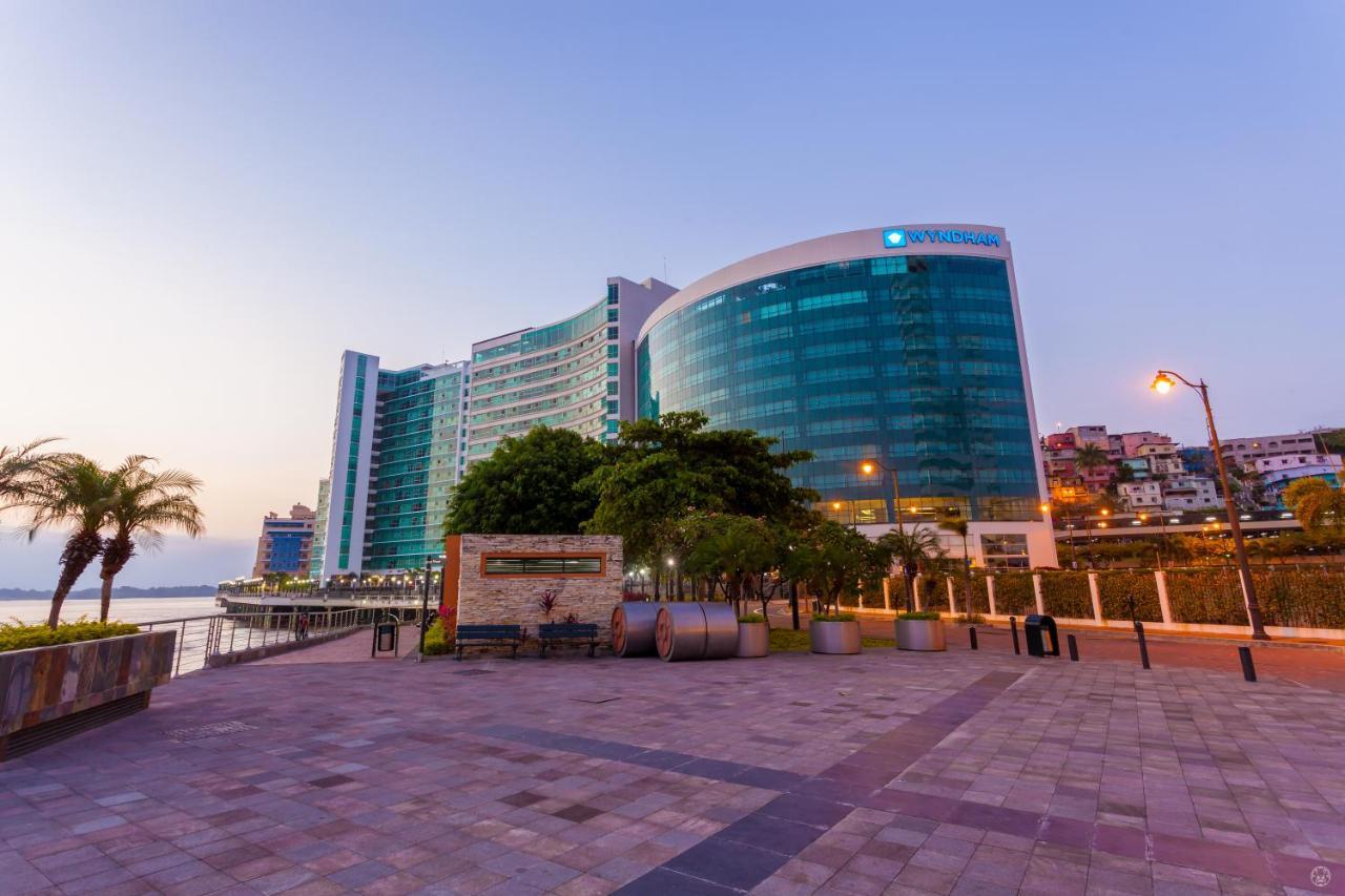 Отель  Отель  Wyndham Guayaquil
