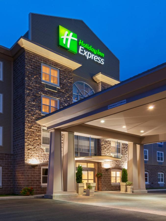 Отель  Holiday Inn Express Deer Lake