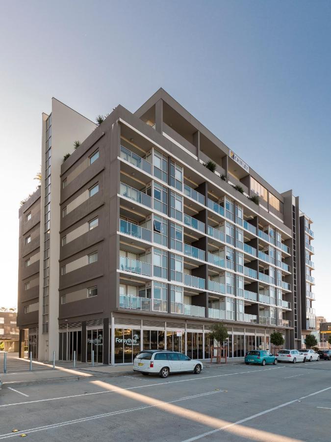 Апарт-отель  Honeysuckle Executive Apartments