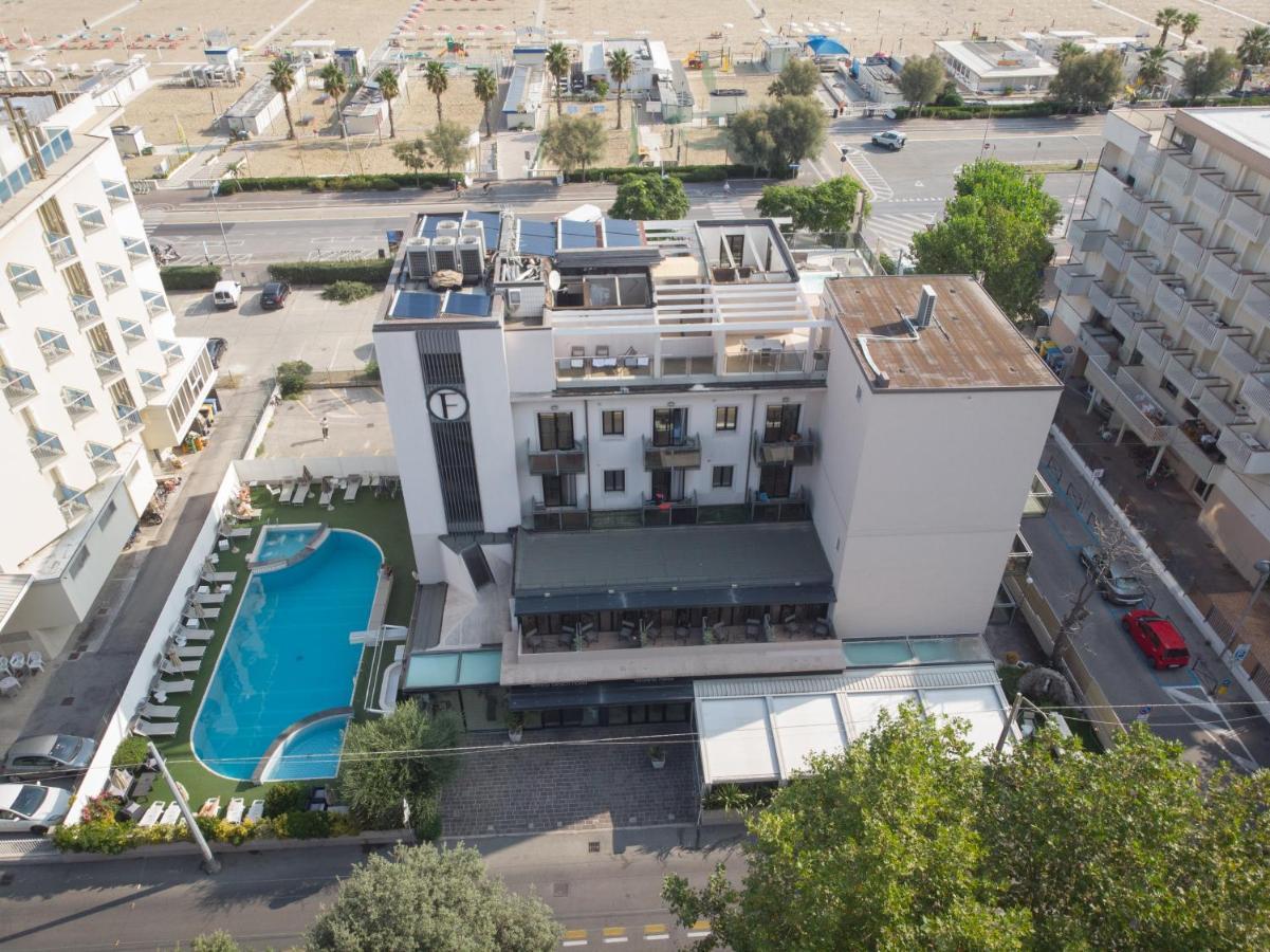 Отель  Ferretti Beach Hotel