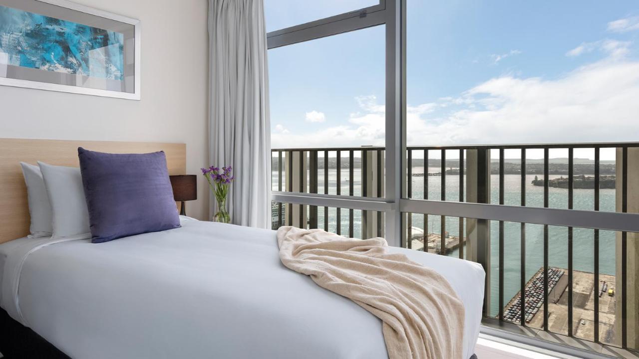 Апарт-отель  Auckland Harbour Suites